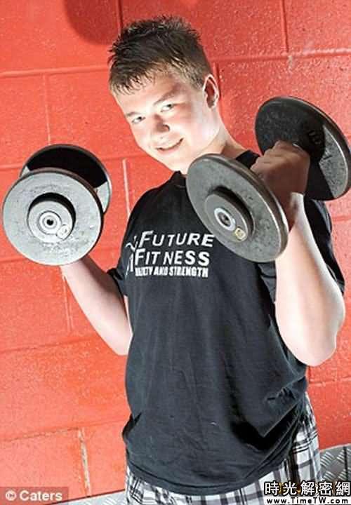 英國發現12歲大力士 能舉起超體重2倍物體