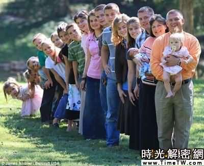 美國夫婦連生18個兒女 自家建起幼兒園(圖)