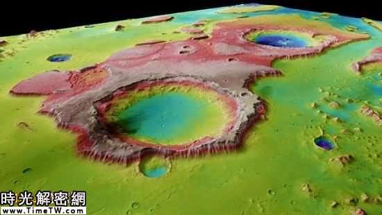 利用「火星快車」探測器拍攝的照片繪製的3D彩色地圖,展示了火星地表的山谷和懸崖,據信由古代的洪水沖刷而成
