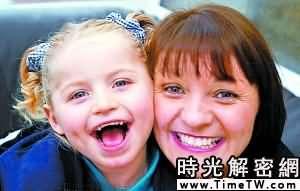 英4歲女童得怪病 出生至今無法停止微笑(圖)