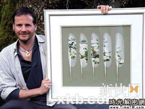 英國藝術家在天鵝羽毛上畫出精美圖案(組圖)