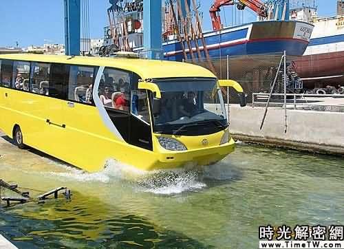 組圖:世界首輛水陸兩棲大巴開始試運營