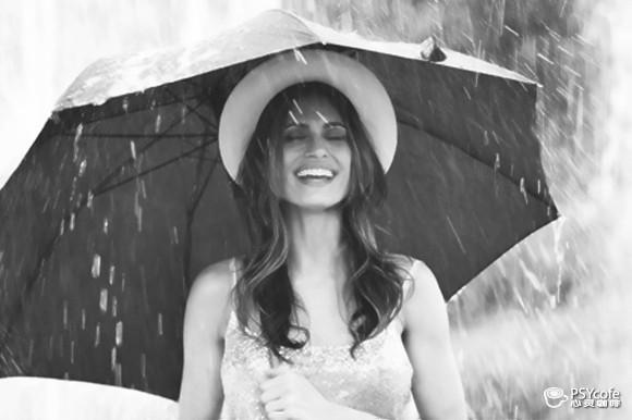 就這樣跟著雨的旋律翩翩起舞