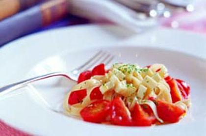 番茄乳酪寬板面