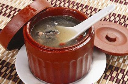 阿膠烏雞湯