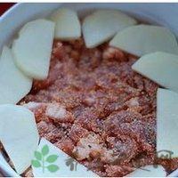 土豆片放在粉蒸肉上