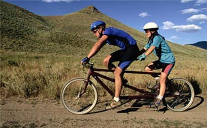 雙人騎自行車