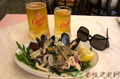 吃海鮮可以喝啤酒嗎