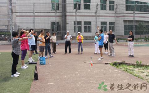鉛球出手訓練方法
