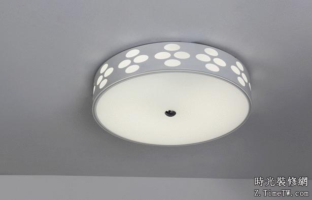 客廳吸頂燈安裝與保養技巧