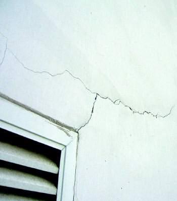 牆面裂縫產生的原因 如何處理